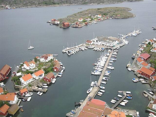 Flygbild på Skottarn och gästhamnen