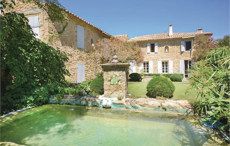Holiday cottage with 4 bedrooms on 130m² in Serignan du Comtat