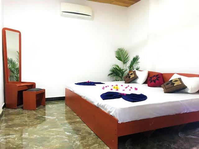 Arugambay AC room Near Surf point 2