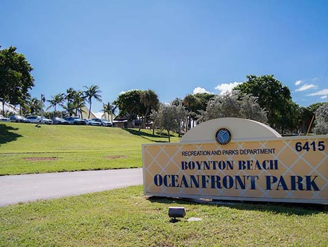 8 minute drive to the Oceanfront Park Beach!