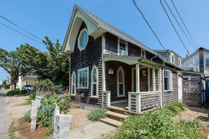 Impeccably renovated 1800's cottage in the center of everything Oak Bluffs has to offer! Surrounded by best restaurants and entertainment, 2-4 blocks from the beach, harbor, Tabernacle and Park