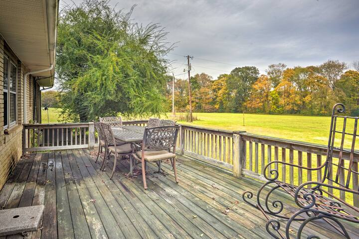 Dickson Home w/Yard&Deck-Close to Piney River