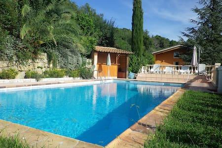 Chambre avec grande terrasse privée,piscine,jardin