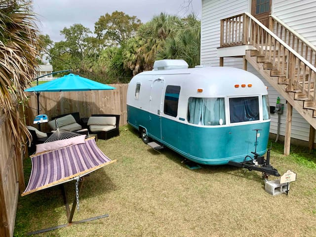 Downtown Renovated Retro Airstream with waterview