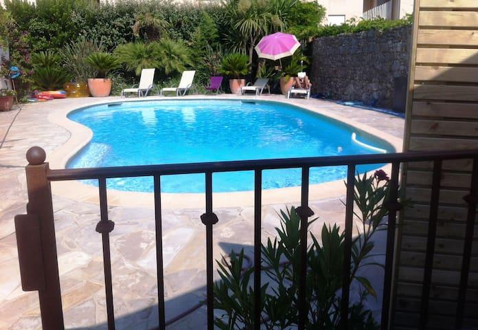 Antibes: Maisonnette avec terrasse et piscine
