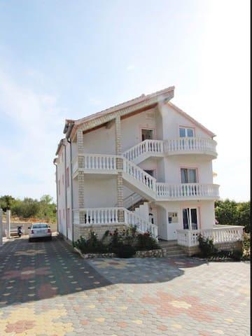 Sea view apartment (2+2) near the beach, Murter