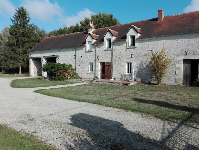La Brosseliére - Tauxigny - Rumah