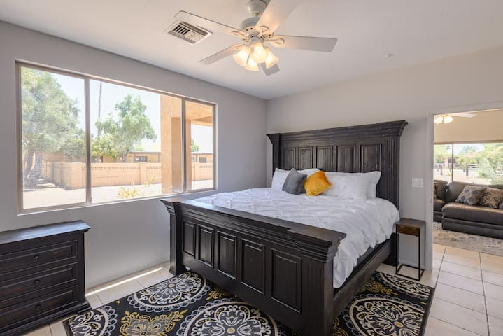 Giant, Private Guest House in central Scottsdale!