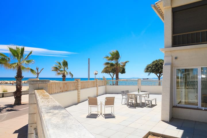 FANTASTIC BEACHFRONT APARTMENT - GROUND FLOOR - AACC - UHC GLADIOLS