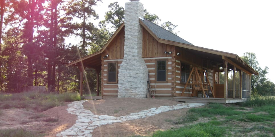 Log cabin on a Texas Ranch- Come unplug with us! - Clarksville