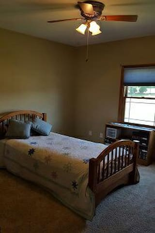 Sunny single bedroom on main level - Janesville