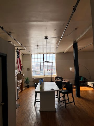 Beautiful Loft moments away from the River Detroit