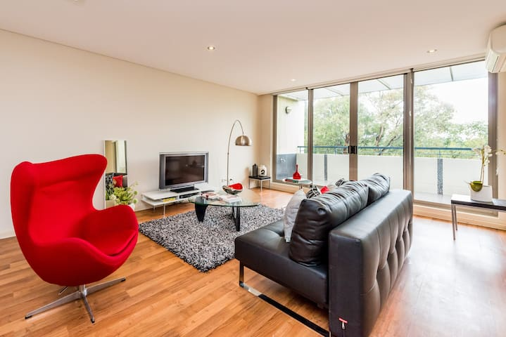 Modern Executive Apartment at Sydney Olympic Park - Newington - Appartement