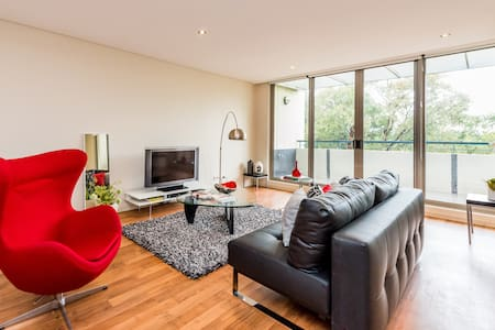 Modern Executive Apartment at Sydney Olympic Park - Newington