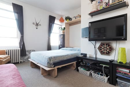 Small, cozy apartment on the Ave. in Hampden - Baltimore