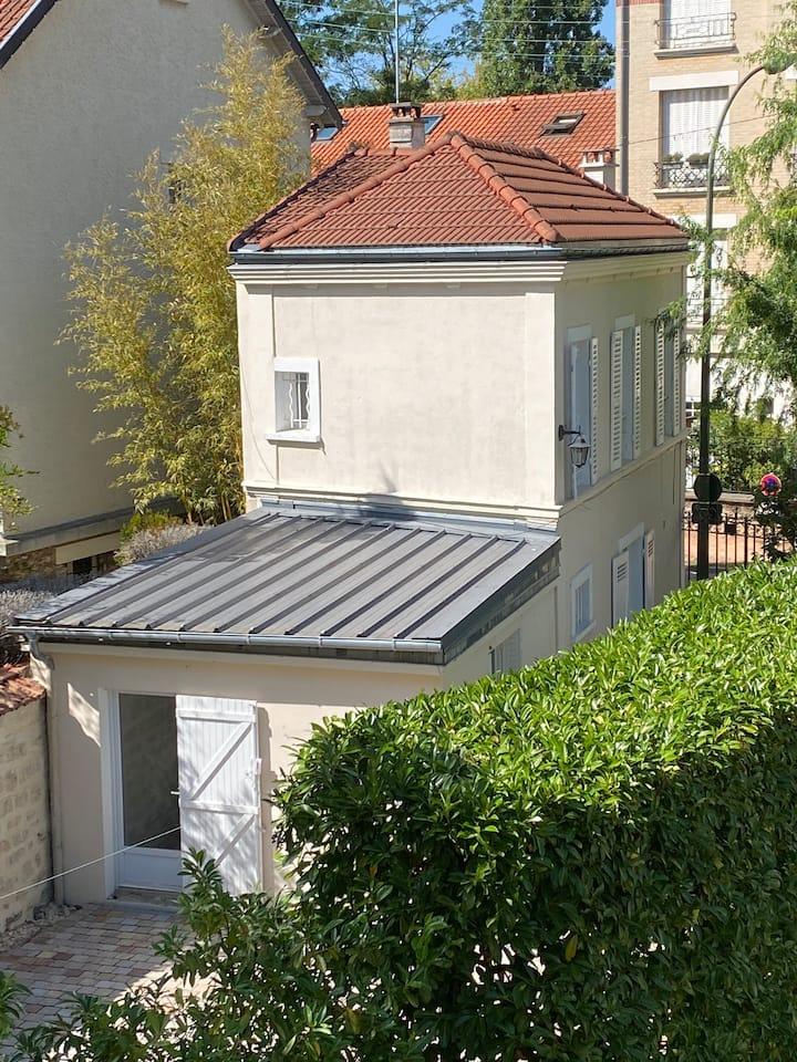 Maisonette avec terrasse & jardin à 2 pas du RER A