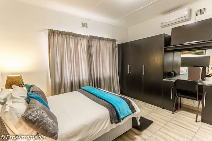 New beautifully refurbished apartment in De Aar.