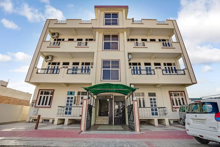 OYO - Lightening Deal! Well-Furnished 3BHK Home in Udaipur