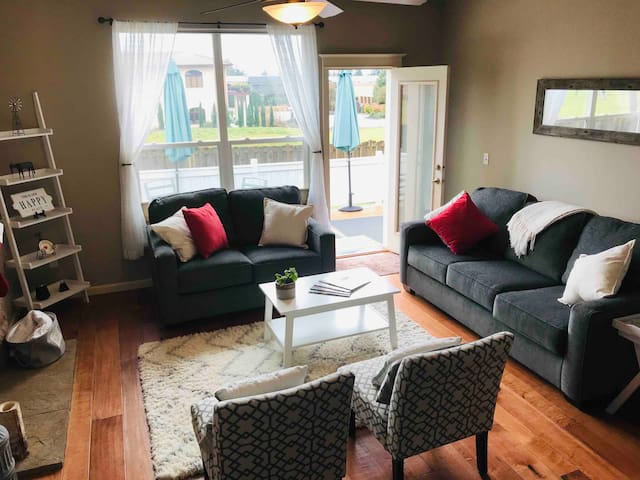 1/2 block to Wineries & Dining - Modern Farmhouse