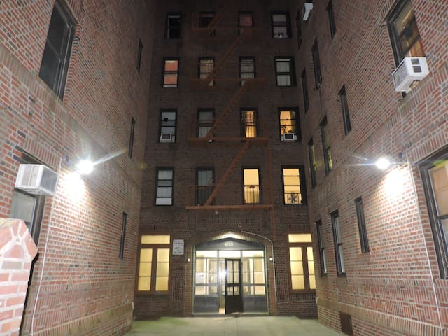 FLUSHING APT!! BEST DEAL IN NYC!!! - Queens - Apartament