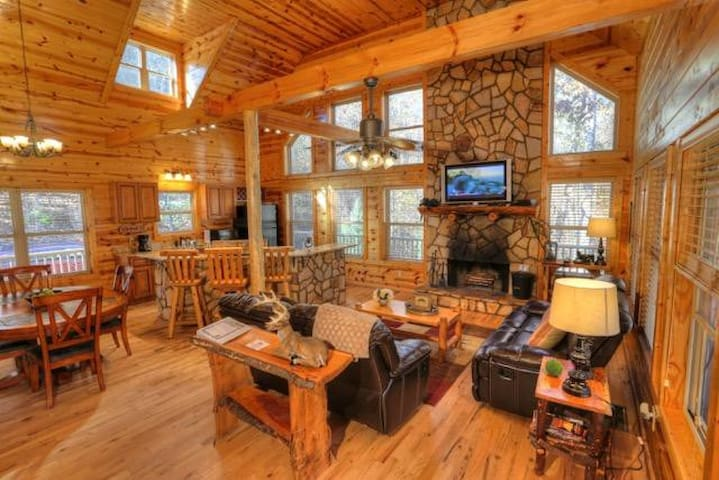 Huge Lodge Overlooking Creek