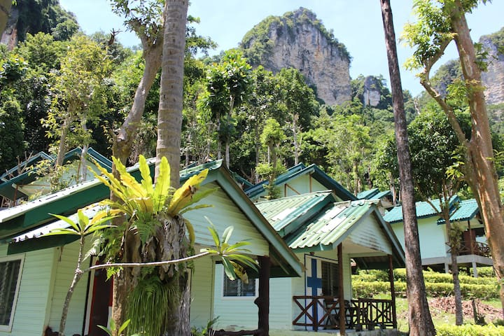 Limestone Cliff Bungalow 2 at Chill Out, Tonsai