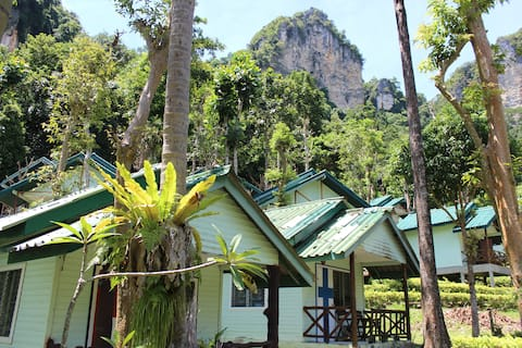 Limestone Cliff Bungalow, Tonsai Beach, Railay
