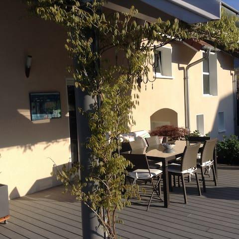 Maison contemporaine,vue lac et montagne du Chat - Brison-Saint-Innocent - Rumah