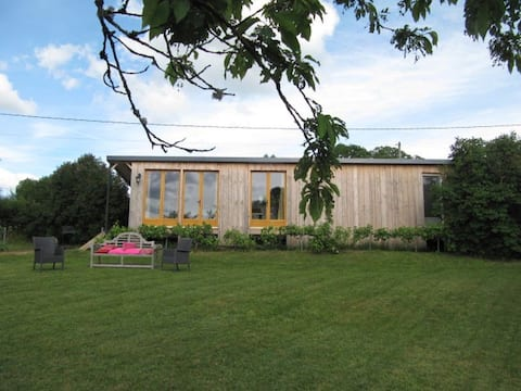 Eco-Tiny House in privat old orchard, 700m²