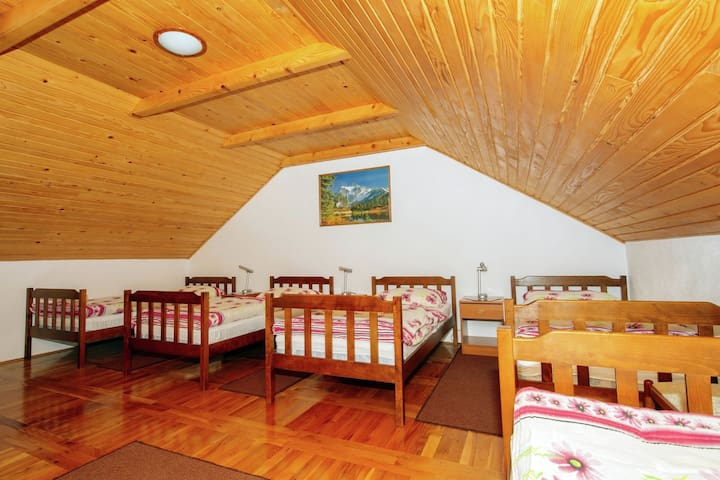A quiet country side cottage near the Velebit Nature Park, free WI-FI
