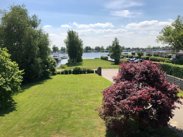 Peace of Mind - villa, lake view, Giethoorn 10 min