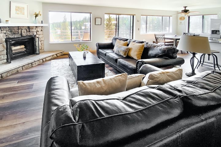Second floor condo with mountain views & wood-burning fireplace!