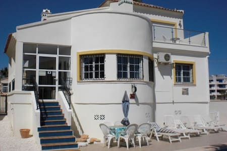 120. Detached Villa, Playa Flamenca, Spain - 3 Bedroom - Sleeps 6 - Playa Flamenca