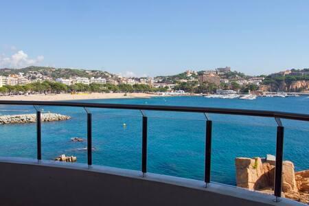 Costa Brava-Sant Feliu. Sea front. - Sant Feliu de Guíxols