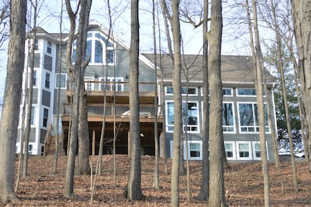Wooded paradise close to campus! - West Lafayette - House