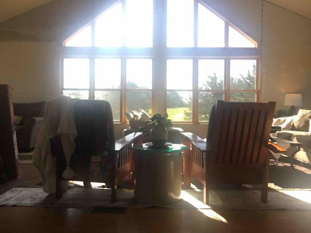 Private Summer Escape~ 1500 sq. ft to yourself!