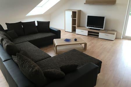 Moderne große DG-Wohnung - Leverkusen
