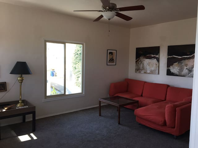 Spacious calm single bedroom in Echo Park Hills