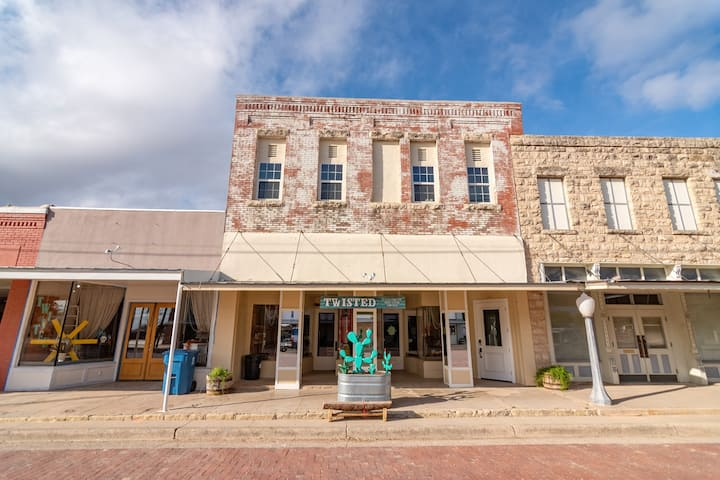 Historical Downtown Loft in Miles TX