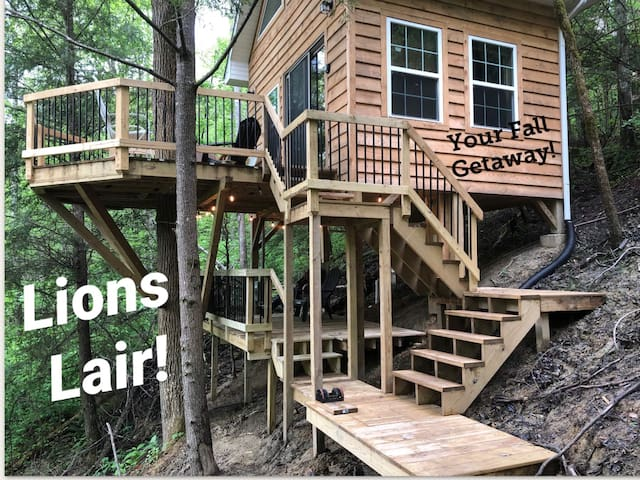 Lions Lair Treehouse- Hike/Relax/Climb ⭐
