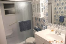2nd bath has door in hall to close off to 2nd bedroom gives more privacy overnite