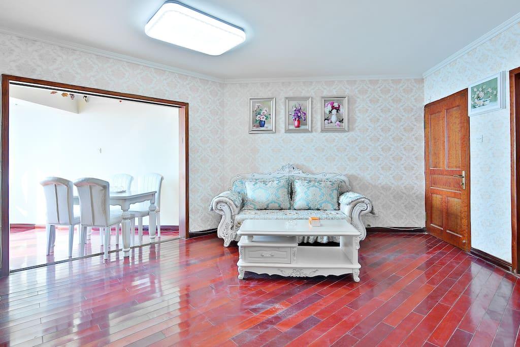 客厅舒适欧式大沙发