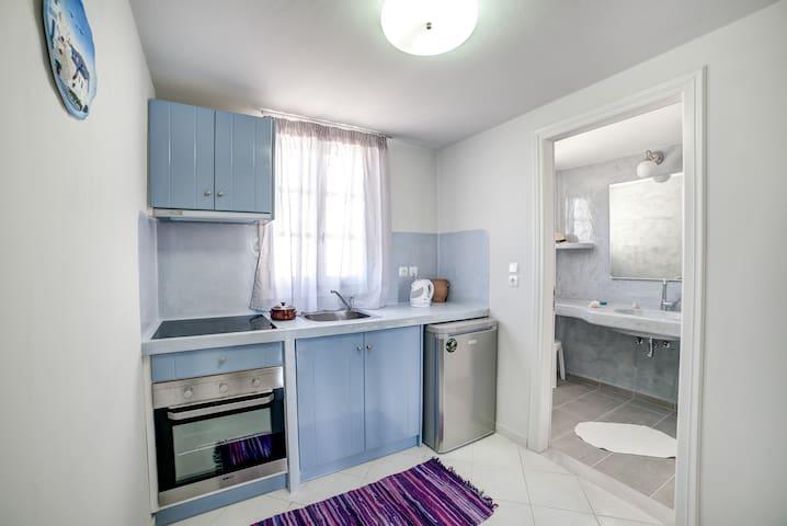 MONOLiTHIA Classic Apartment