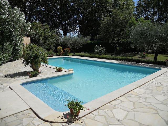Authentique Mas Provençal - Nîmes - House
