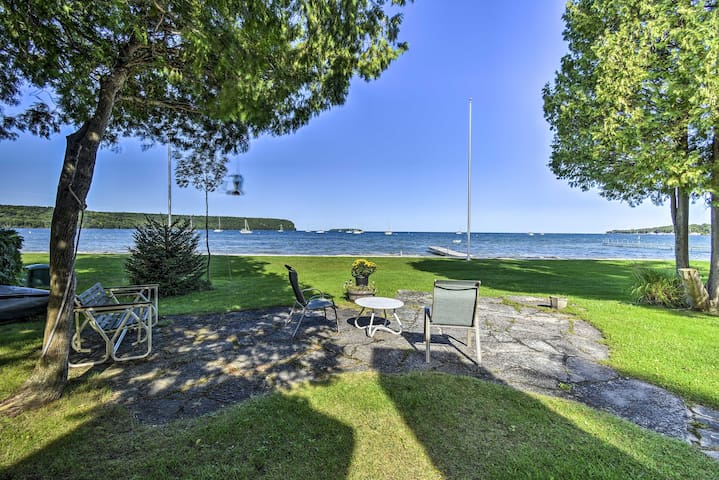 Ephraim Cottage w/Green Bay View - Walk to Beach!