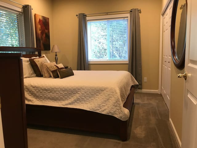 Private bedroom with queen bed, top quality linen, two night stands, dresser and closet for plenty of storage.