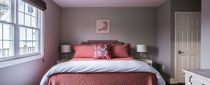 The Russell House B&B - The Harlow Suite