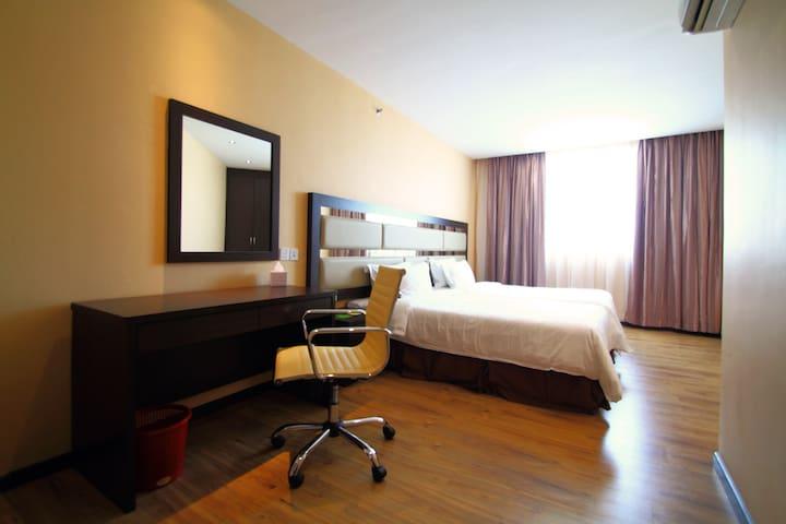 4 Bedroom Suite - Room With Breakfast