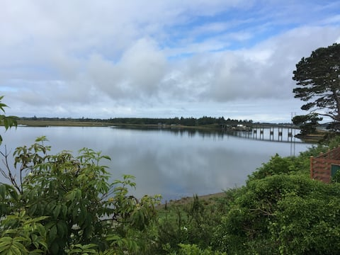 Minutes from Westport. Bay City Waterfront Cottage