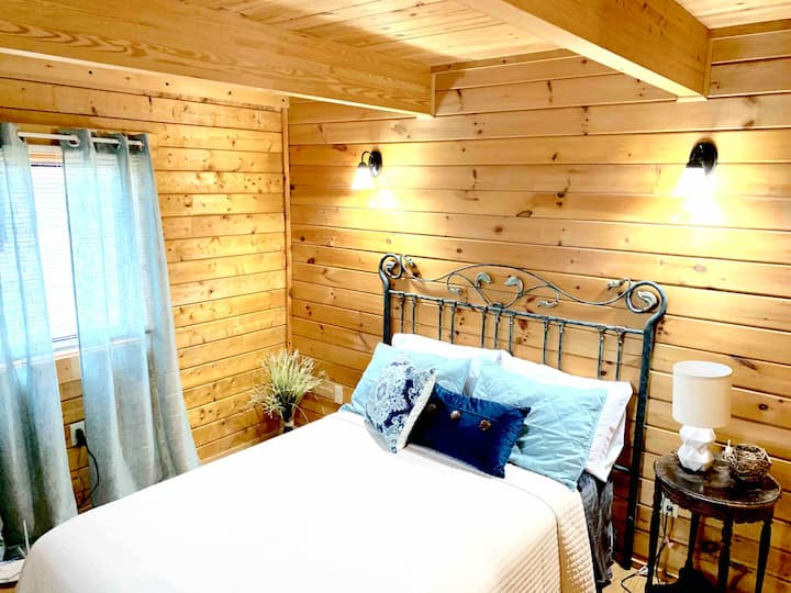 Relaxing Safe Cabin In The Country